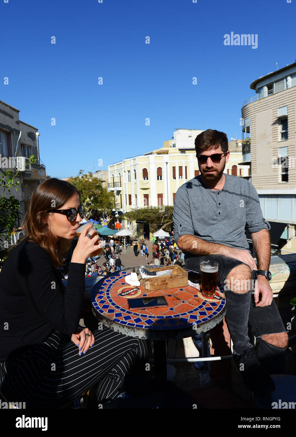 A couple enjoying a glass of cold beer at 'The Prince' bar in Nahalat Benyamin market in Tel-Aviv. - Stock Image