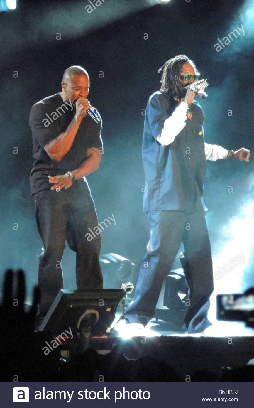 Coachella, CA - Snoop Dogg and Dr Dre take over Coachella with a few