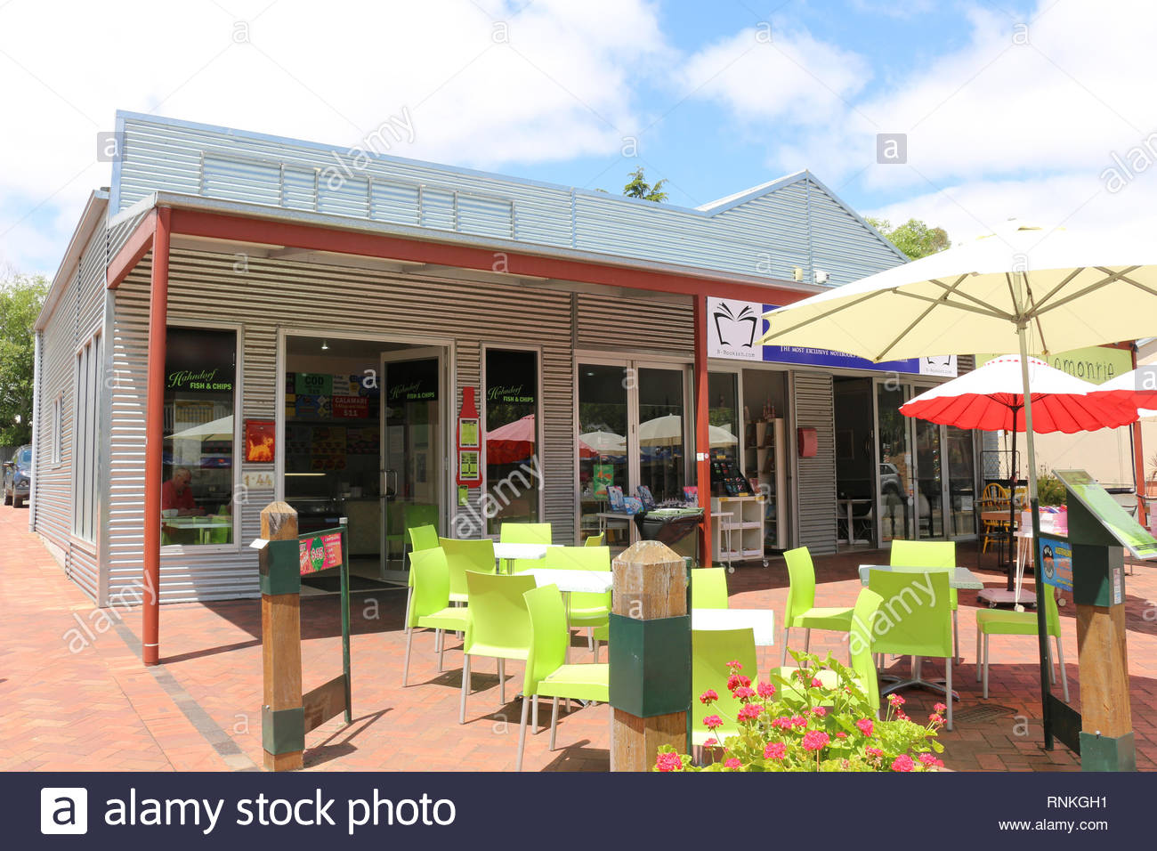 Hahndorf / Australia: Cafe in modern corrugated metal house - Stock Image