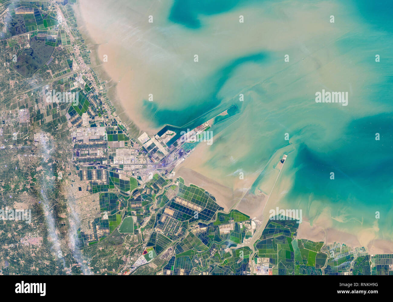 Satellite view of Shandong Peninsula in eastern China - an open expanse of tidal mudflats frequented mainly by birds and other wildlife - Stock Image