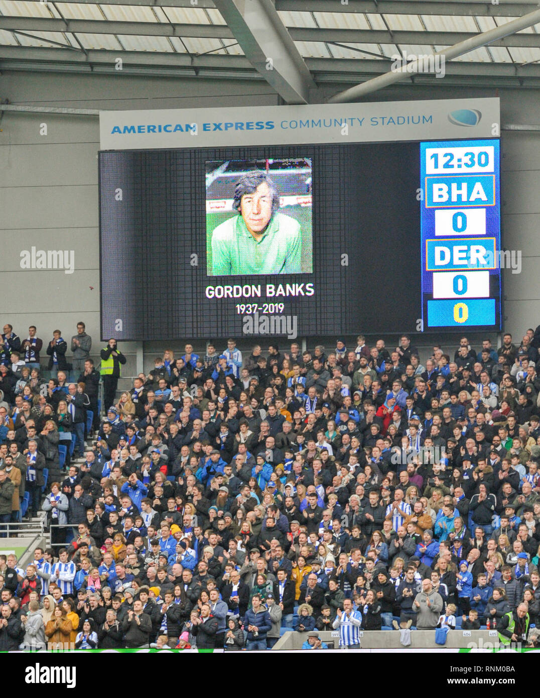 A ttribute and minutes applause for the great Gordon Banks before the FA Cup 5th round match between Brighton & Hove Albion and Derby County at the American Express Community Stadium . 16 February 2019 Editorial use only. No merchandising. For Football images FA and Premier League restrictions apply inc. no internet/mobile usage without FAPL license - for details contact Football Dataco - Stock Image