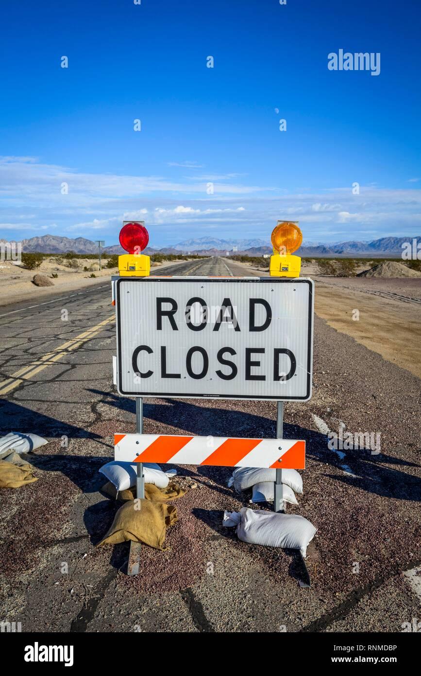 Road sign Road Closed, Roadblock, Route 66, Ludlow, California, USA - Stock Image