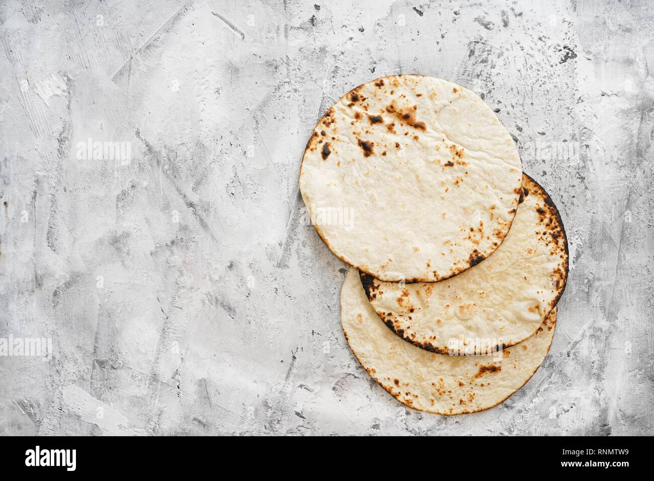 Plain grilled soft tacos top view - Stock Image