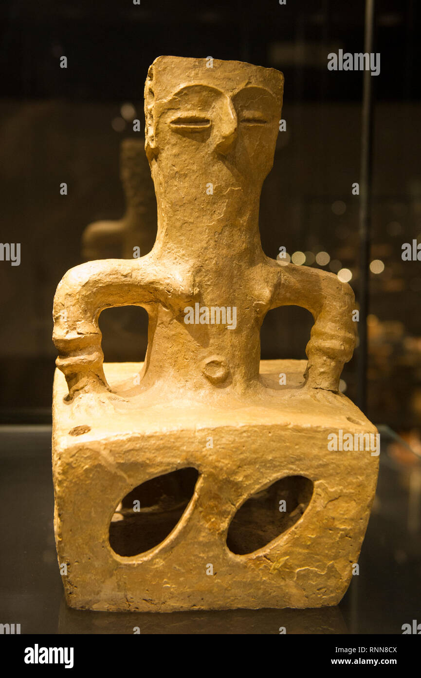 Clay altar of Earth Mother 'goddess', from the 6th millennium BC, Archaeological Museum of Macedonia, Skopje, Macedonia - Stock Image