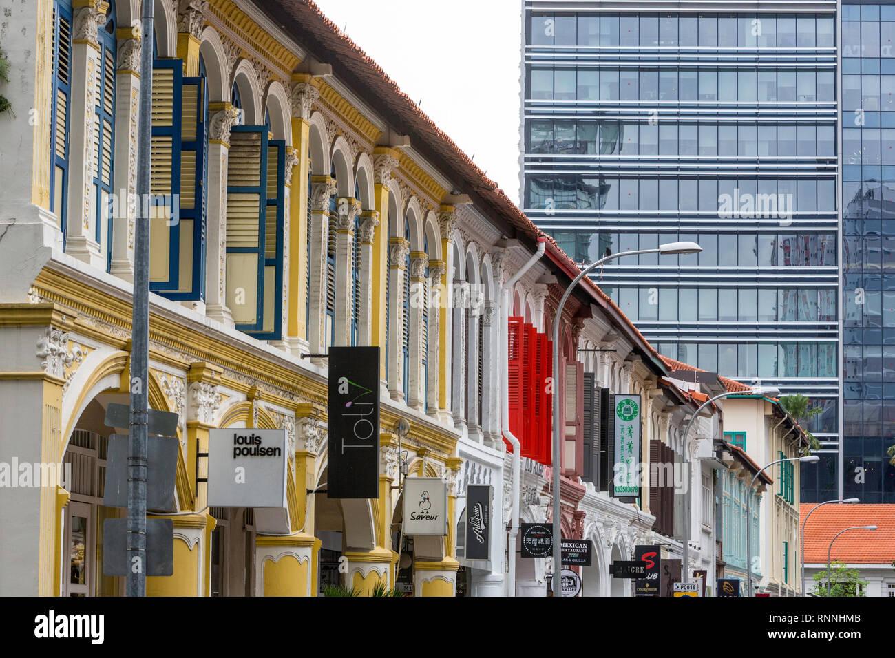 Colonial Era vs. Modern Era Architecture, Singapore. - Stock Image