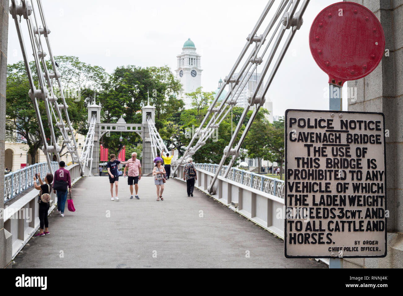 Cavenagh Bridge over Singapore River, forbidden to Cattle and Horses, Singapore. - Stock Image