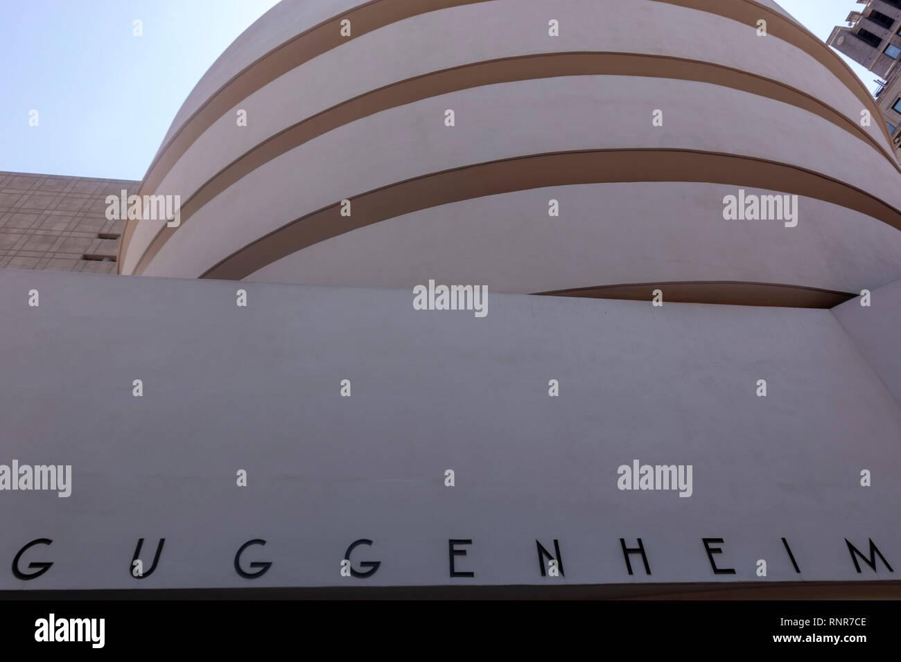 Exterior of the Solomon R. Guggenheim Museum, Frank Lloyd Wright, New York City, USA Stock Photo