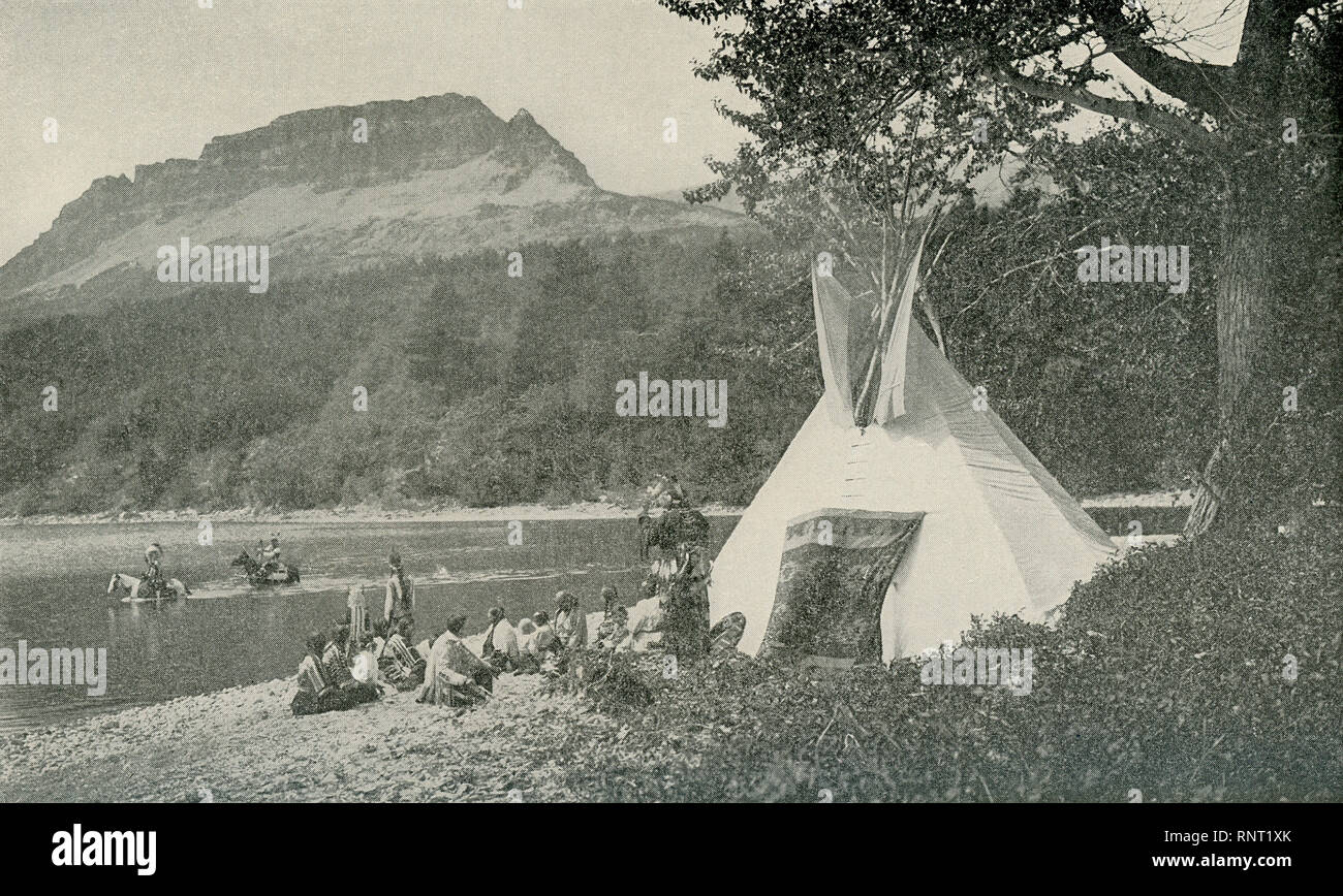 This Photo Which Dates To 1922 Shows Blackfeet Indians At Their