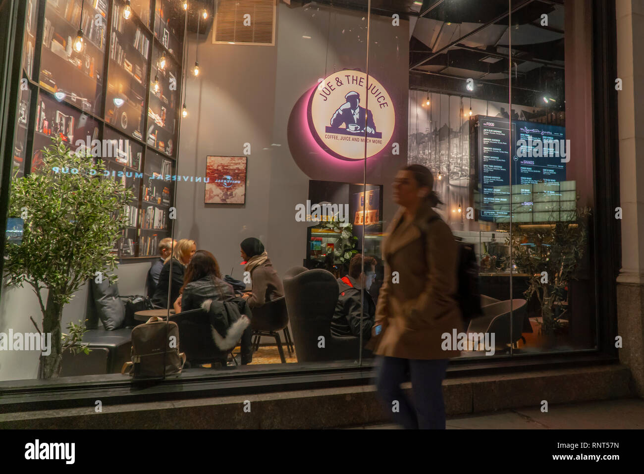 A Joe & the Juice store in Midtown Manhattan in New York on Tuesday, February 13, 2019. Valedo Partners and General Atlantic, the owners of J&tJ are reported to be preparing for an initial public offering for the healthy food chain in 2019. (© Richard B. Levine) - Stock Image
