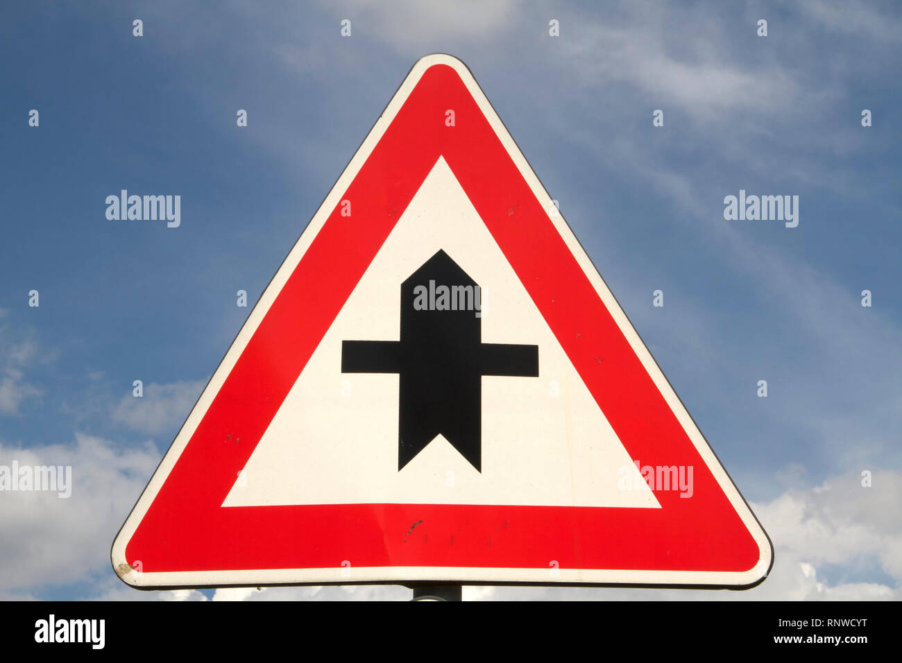 Val di Comino-Traffic sign showing Intersection with right of yeld - Stock Image