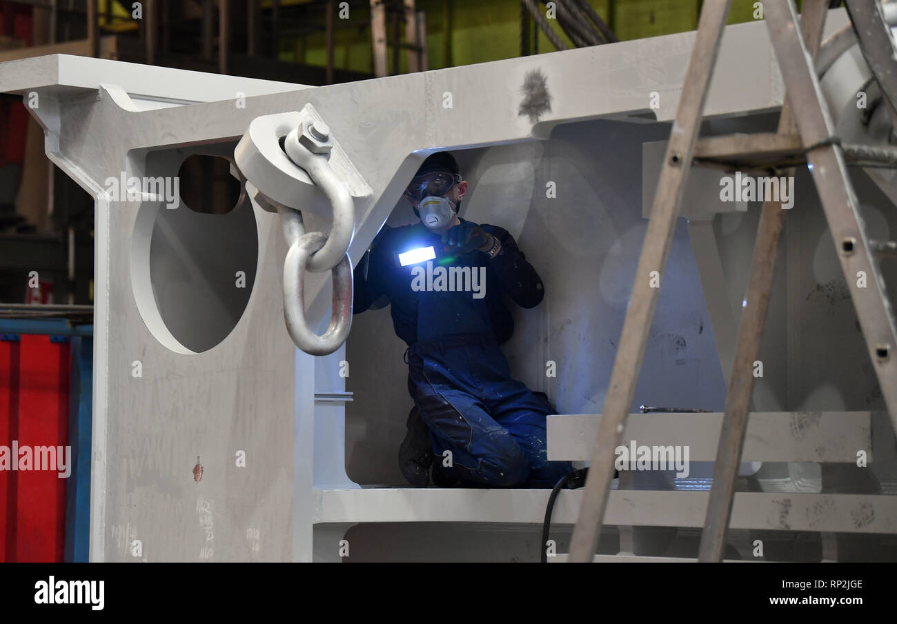 Erfurt, Germany  20th Feb, 2019  An employee inspects a component of
