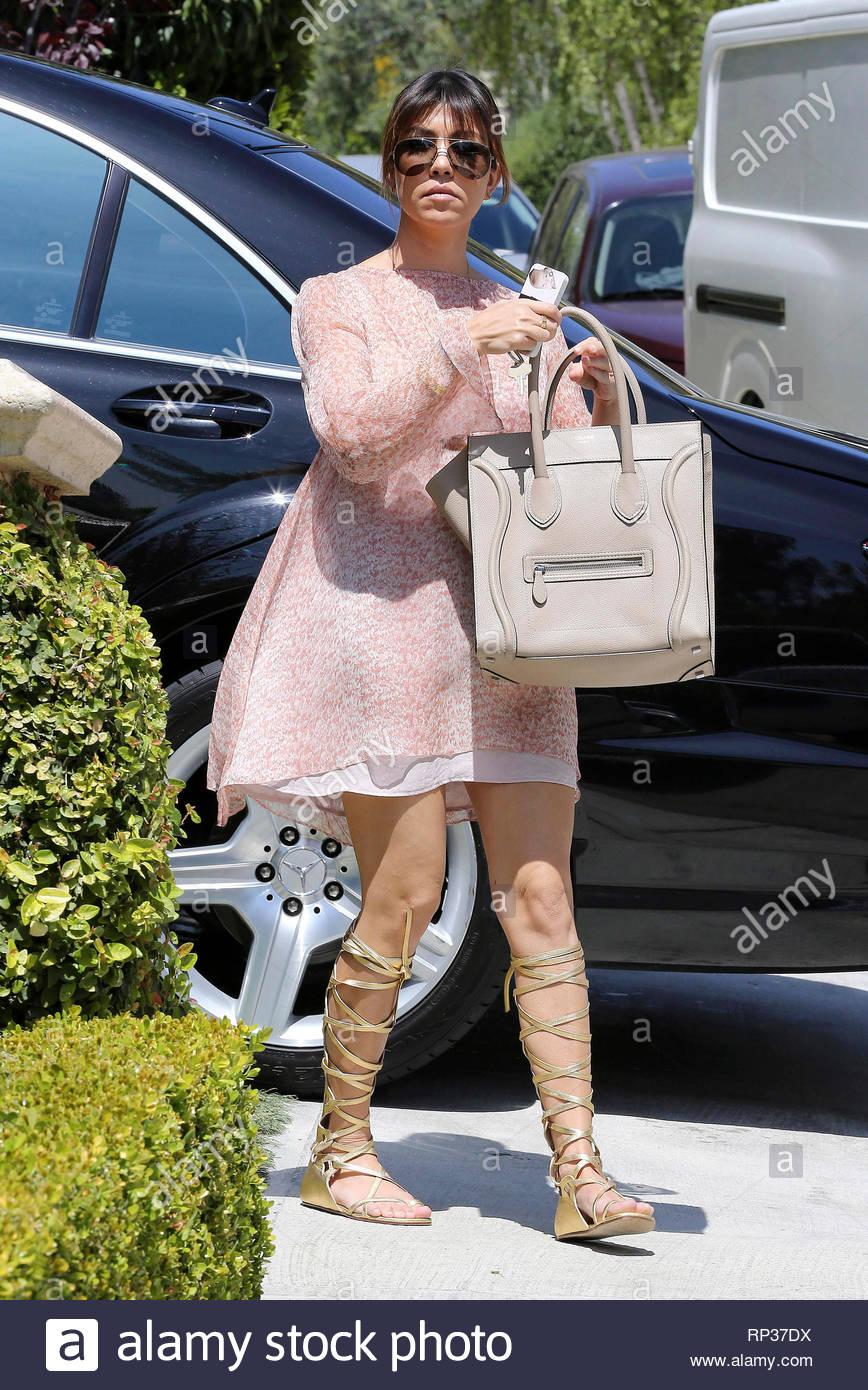 Beverly hills ca kourtney kardashian arrives at her sister kims jpg  868x1390 Bag celine kourtney kardashian 2ad2f45eb085a