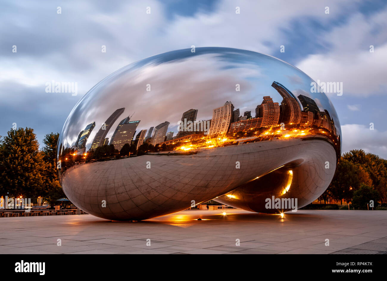 The Cloud (by Anish Kapoor), aka The Bean, Millennium Park, Chicago, Illinois USA - Stock Image