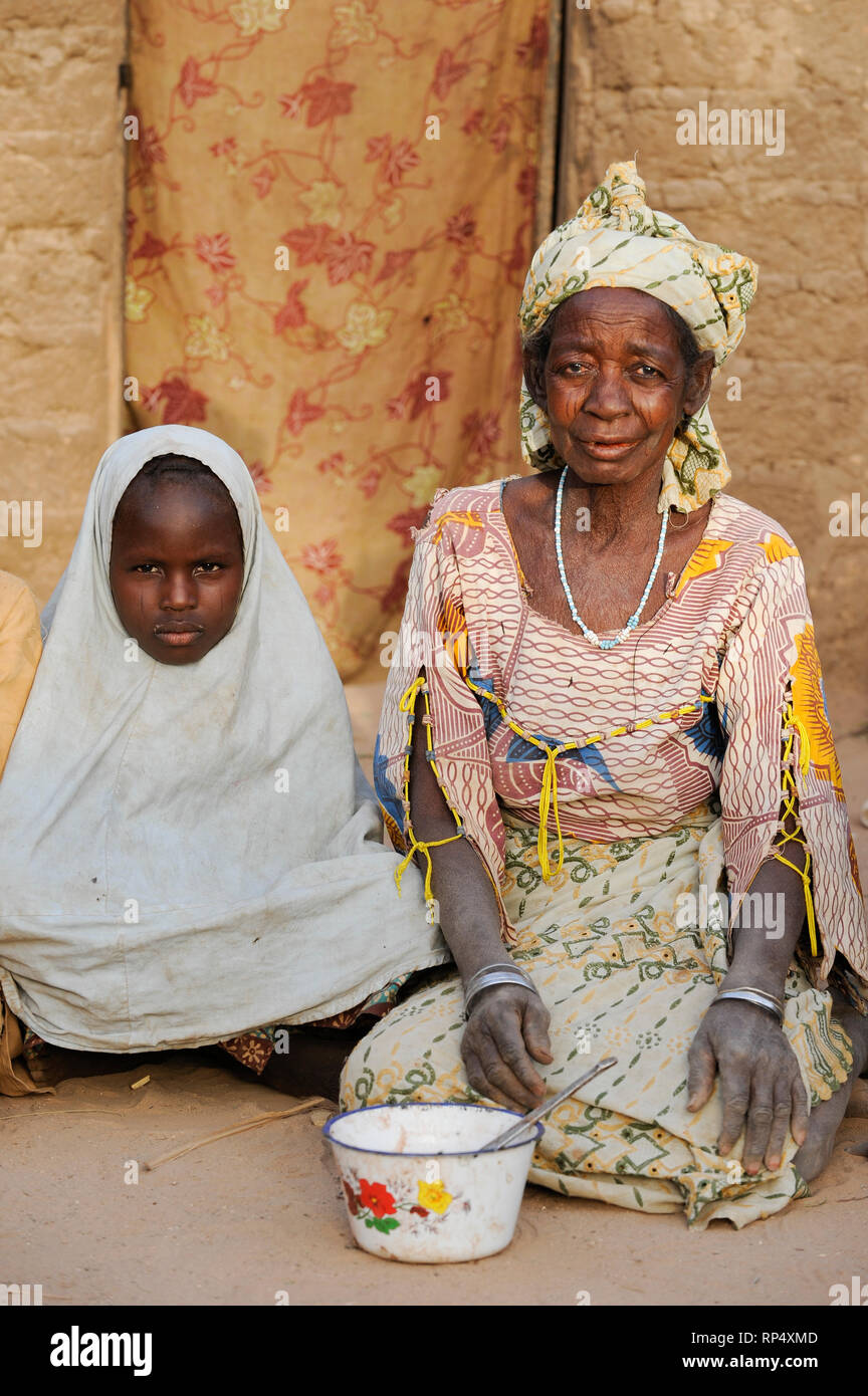 NIGER Zinder, village BABAN TAPKI, people suffer from hunger due to drought and poverty / NIGER Zinder, Dorf BABAN TAPKI, Menschen leiden durch Duerre und Armut an Hunger - Stock Image