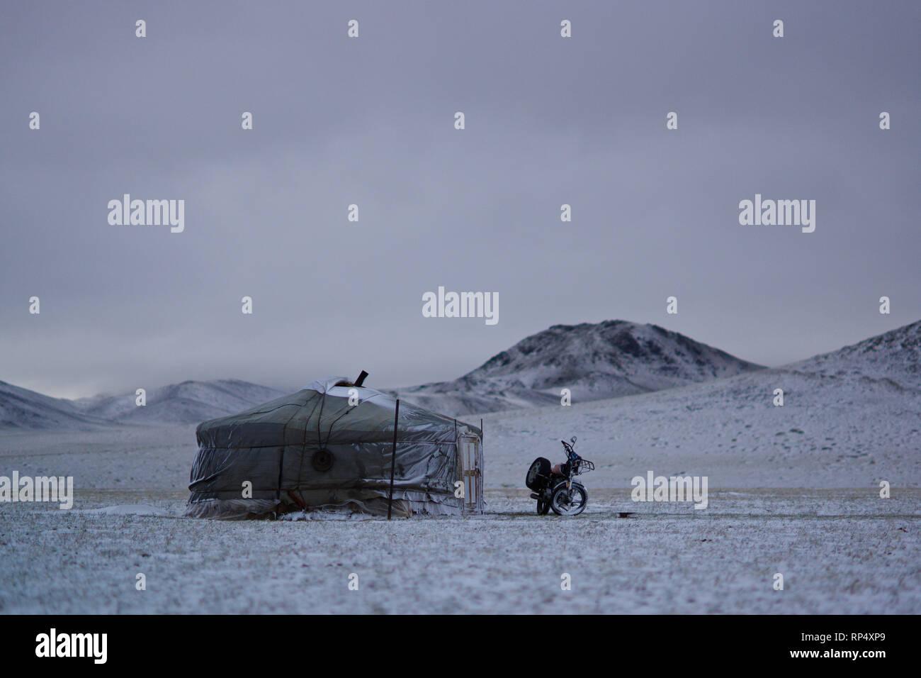 Ger camp in the snow, Gobi desert, Mongolia - Stock Image
