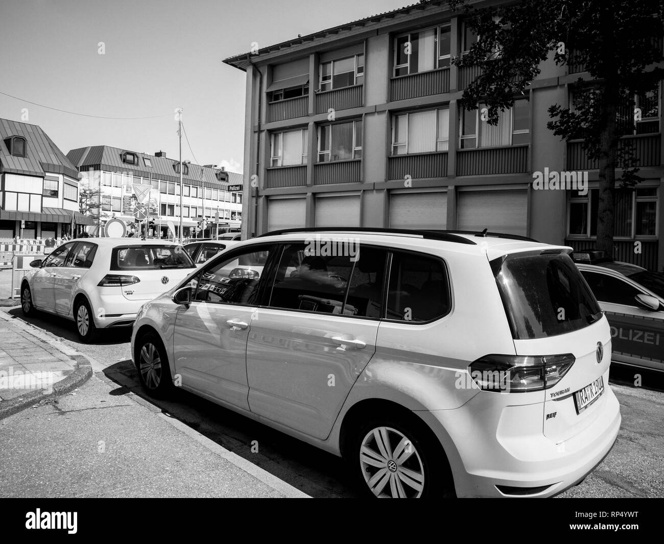 KEHL, GERMANY - SEP 1, 2017: Fleet of yellow Volkswagen Golf cars parked near construction site in German city - black and white - Stock Image