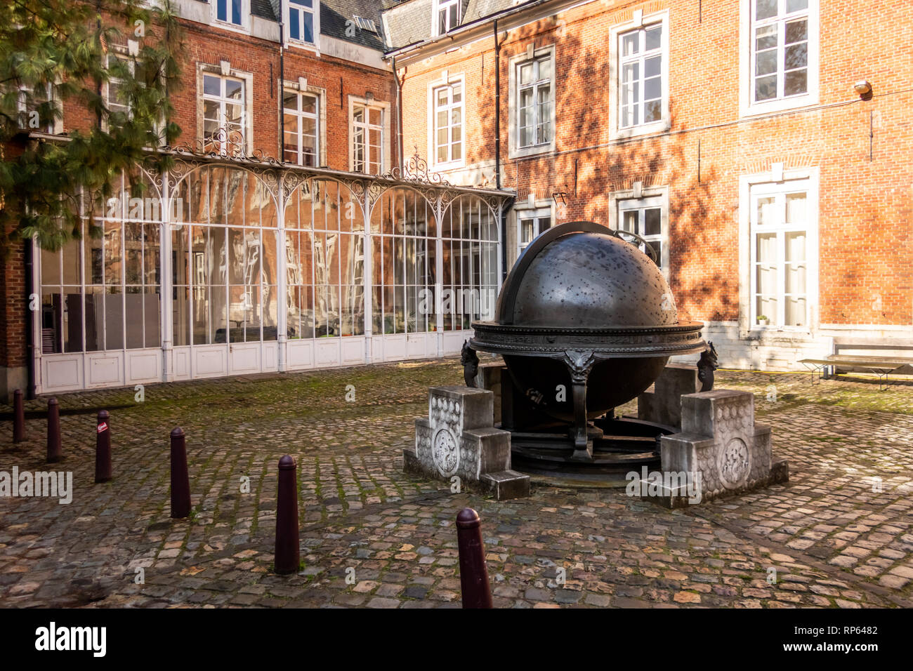 The Xangxi Globe, in the courtyard of Atrechtcollege, Leuven, Belgium. Bronze with the 1888 stellar constellations known end 17th century engraved - Stock Image