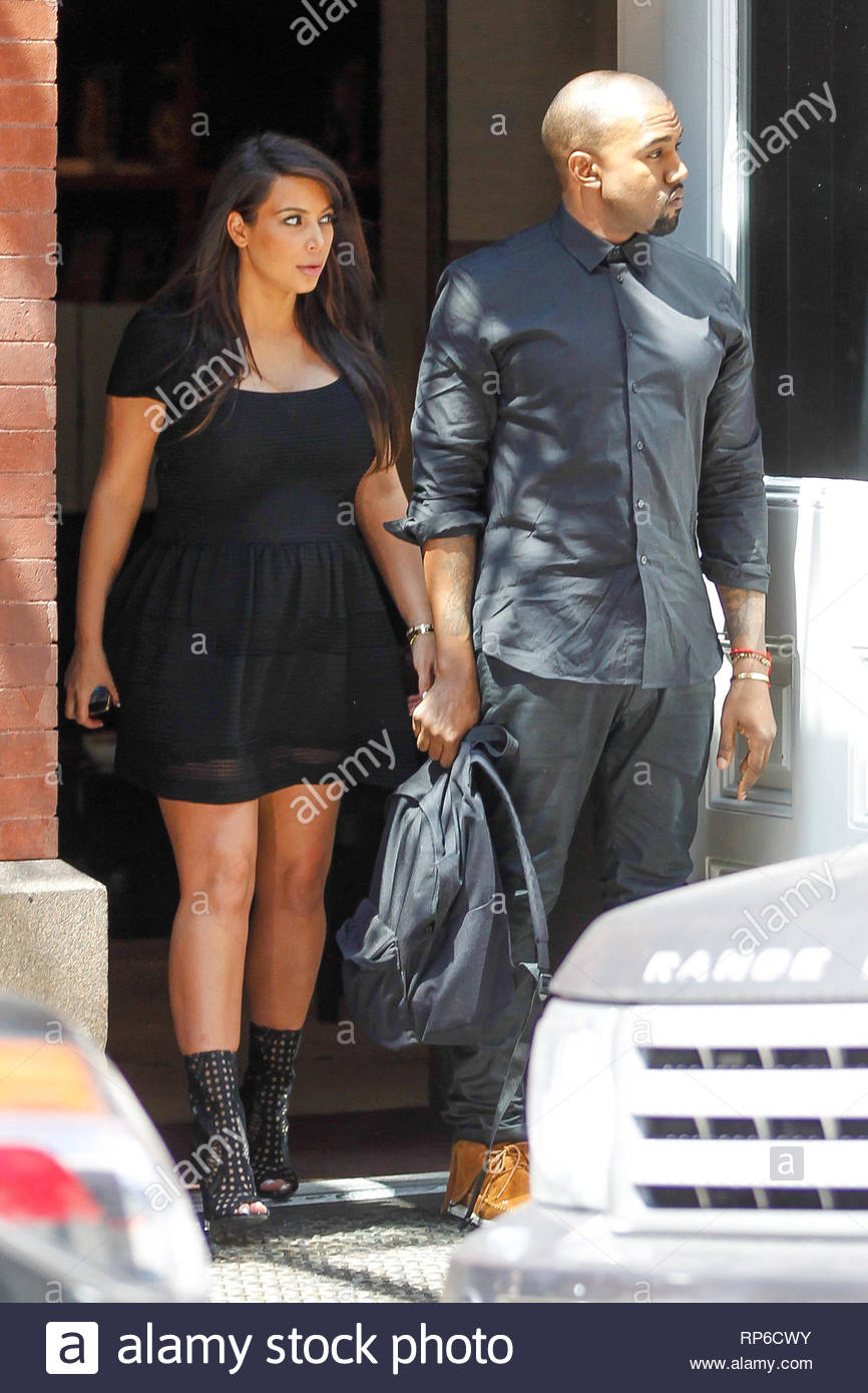 a12acf528241 New York, NY - Kim Kardashian and Kanye West are caught by surprisewhen  leaving the Mercer Hotel when they exit and their car wasn't waiting  outside.