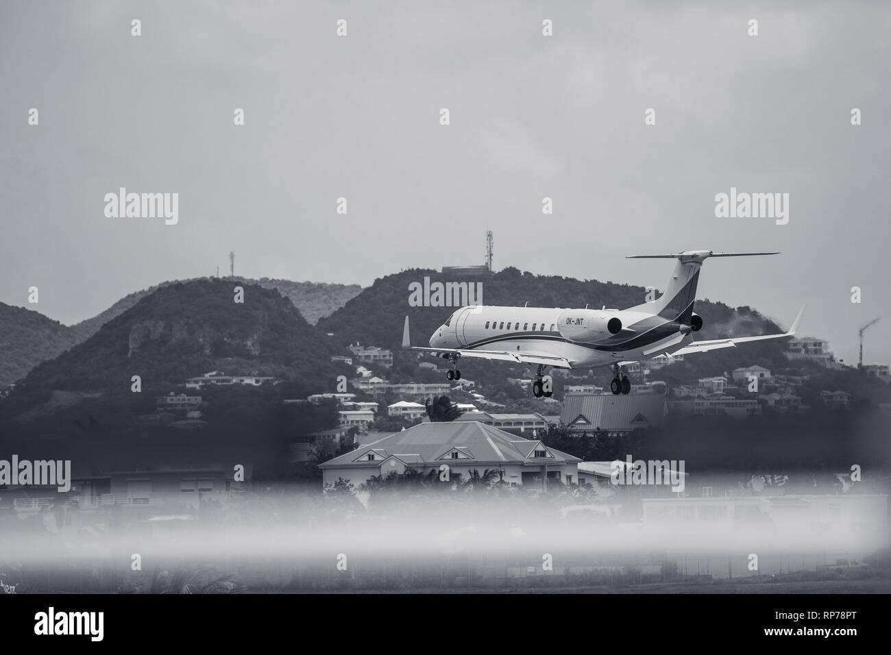 Luxury private jet landing in St. Maarten. - Stock Image