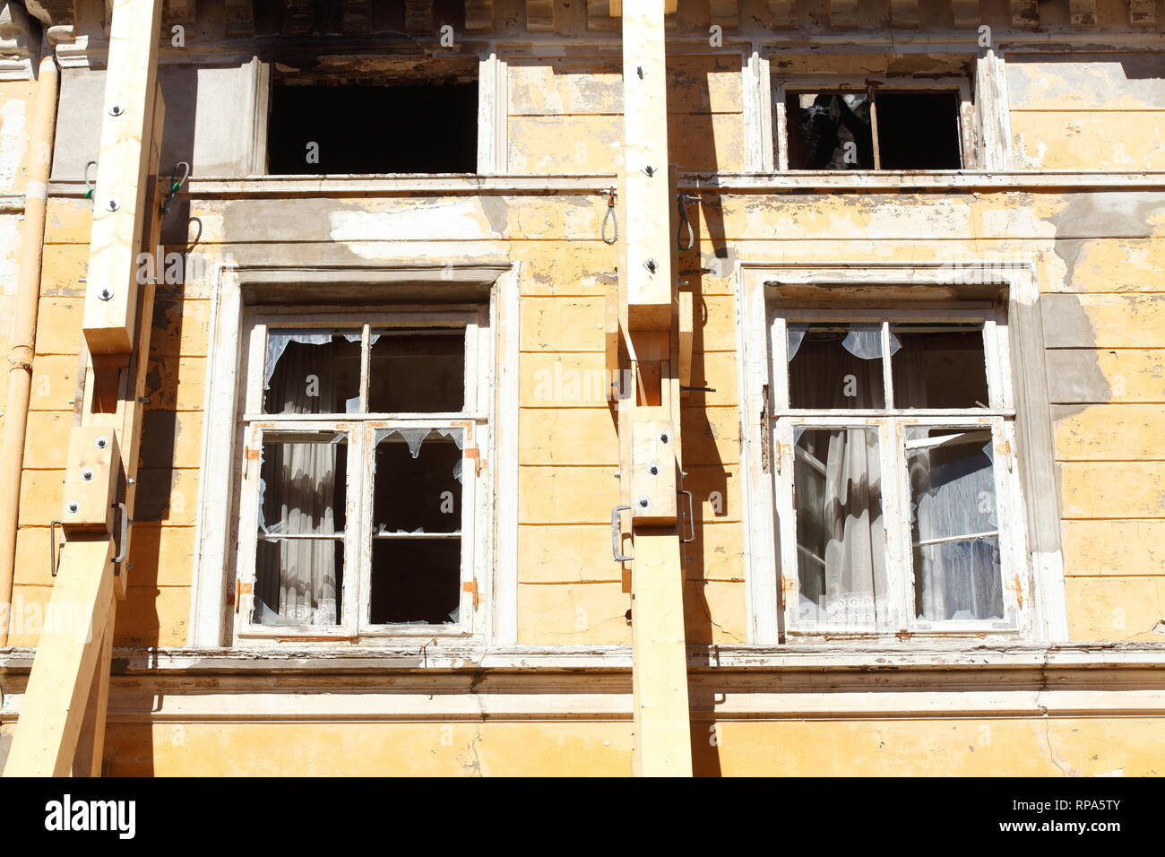 House facade supported by wooden beams, old derelict house, Wismar, Mecklenburg-Vorpommern, Germany, Europe - Stock Image