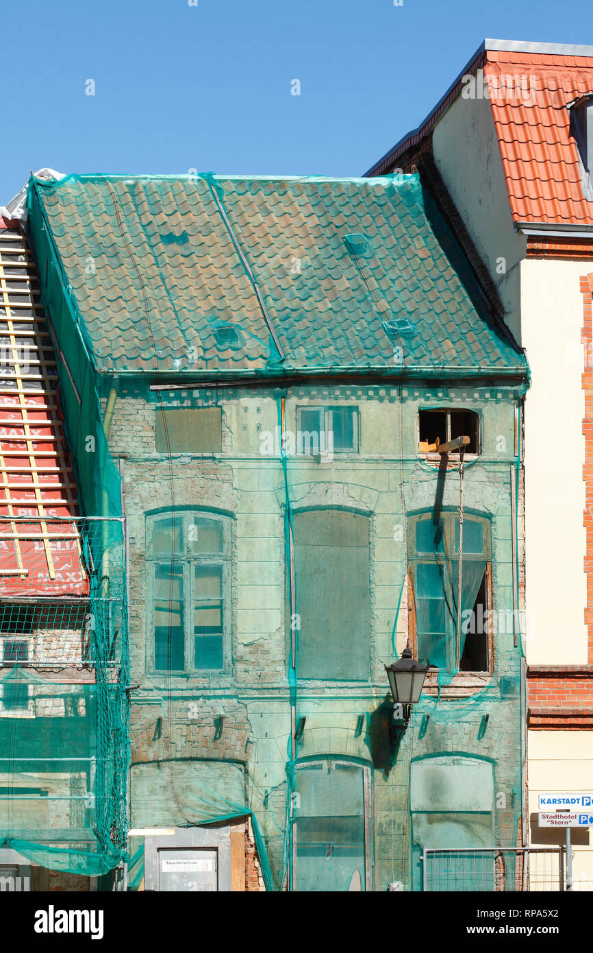 Green protection net, house facade, windows, old dilapidated house, Wismar, Mecklenburg-Vorpommern, Germany, Europe - Stock Image
