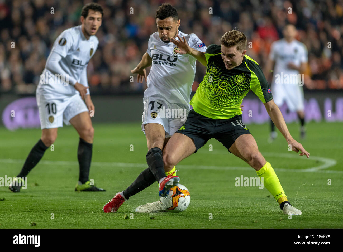 VALÊNCIA, CV - 21.02.2019: VALENCIA X CELTIC - James Forrest of Celtic and Coquelin of Valencia during the match between Valencia and Celtic held at the Mestalla in Valencia. The match is valid for Europa League 2018/2019. (Photo: Richard Callis/Fotoarena) - Stock Image