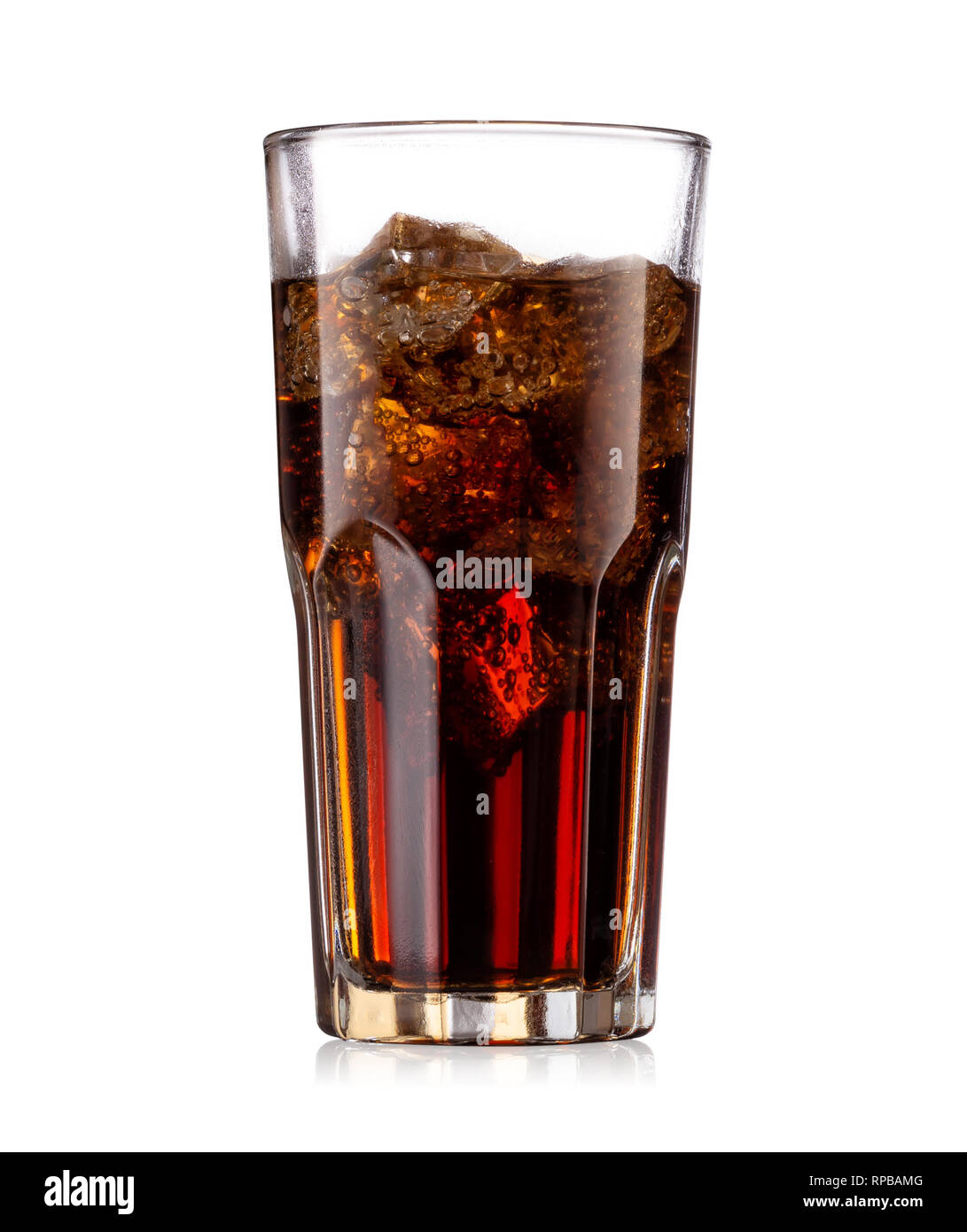 Brown carbonated drink in a glass with ice - Stock Image