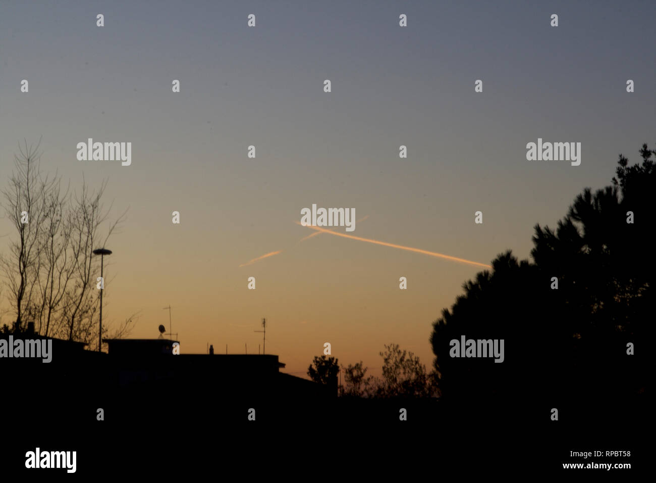 Ostia Antica-Two planes trails crossing - Stock Image