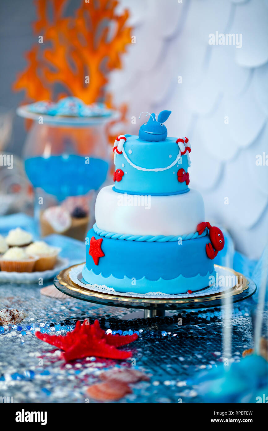 Surprising Huge Blue And White Birthday Cake With Sweet Crab Fish Starfish Funny Birthday Cards Online Alyptdamsfinfo