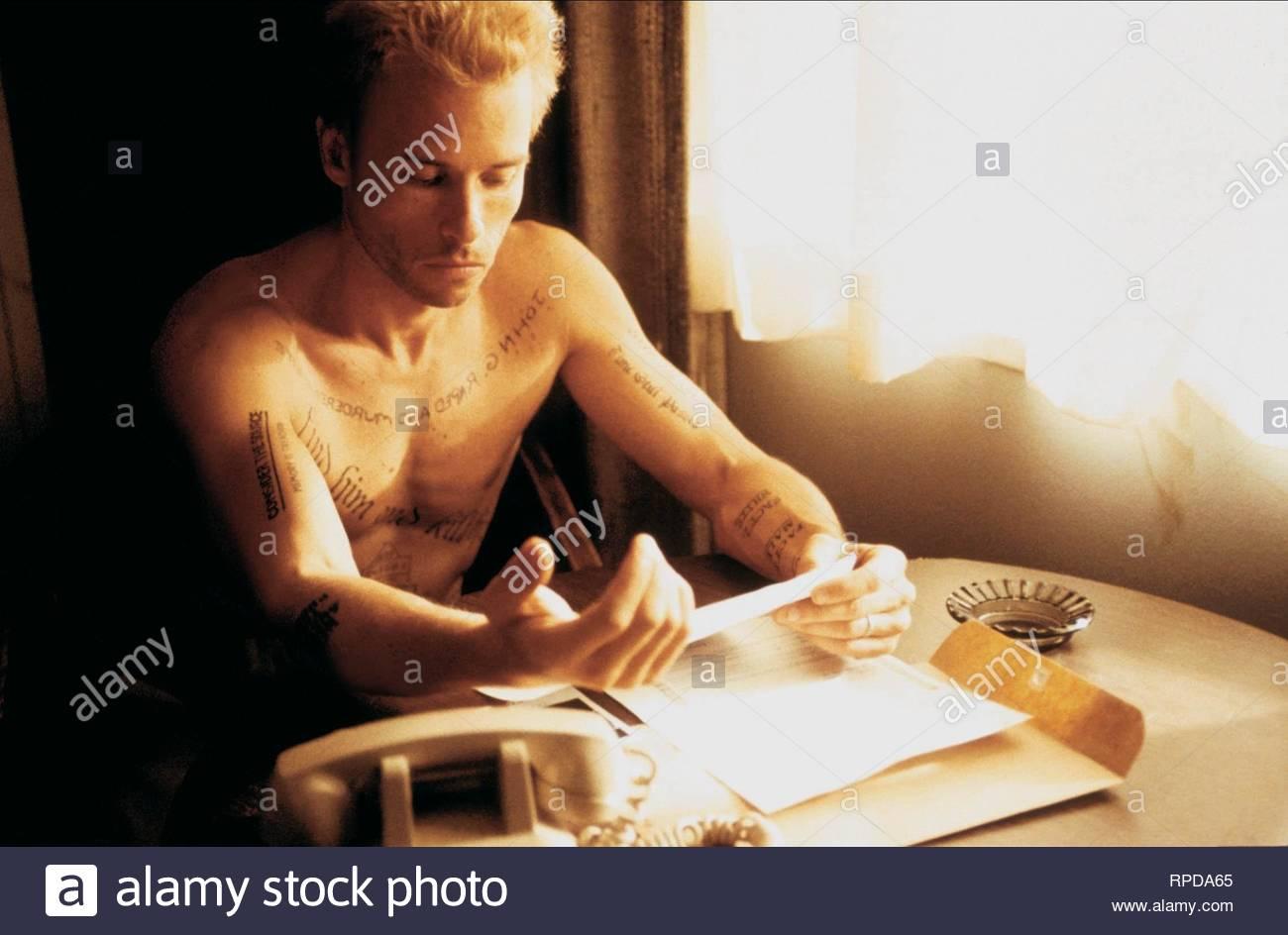 GUY PEARCE, MEMENTO, 2000 - Stock Image