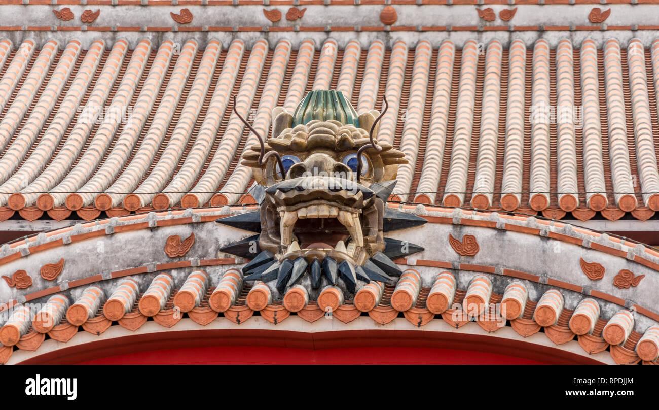 Okinawa, Shuri Castle (首里城). Detail of Seiden (正殿), front roof Dragon. UNESCO World Heritage Site - Stock Image
