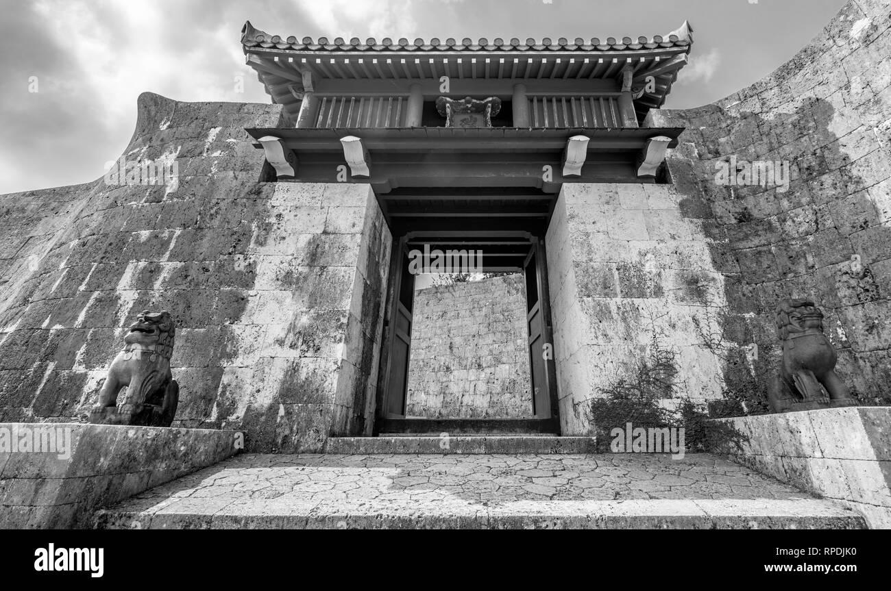 Okinawa, Shuri Castle (首里城). Okinawan shisha dogs at Zuisenmon Gate. UNESCO World Heritage Site - Stock Image