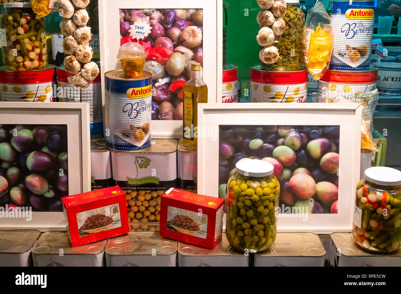 The window display of a small shop specializing in olives and dates - Stock Image