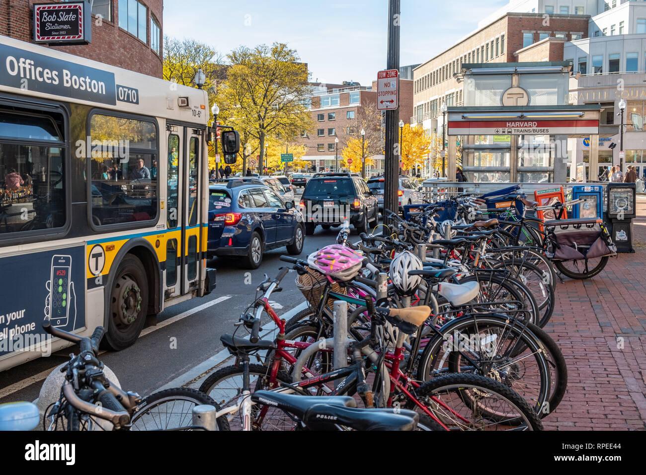 Heavy traffic congestion in Harvard Square in Cambridge, MA - Stock Image