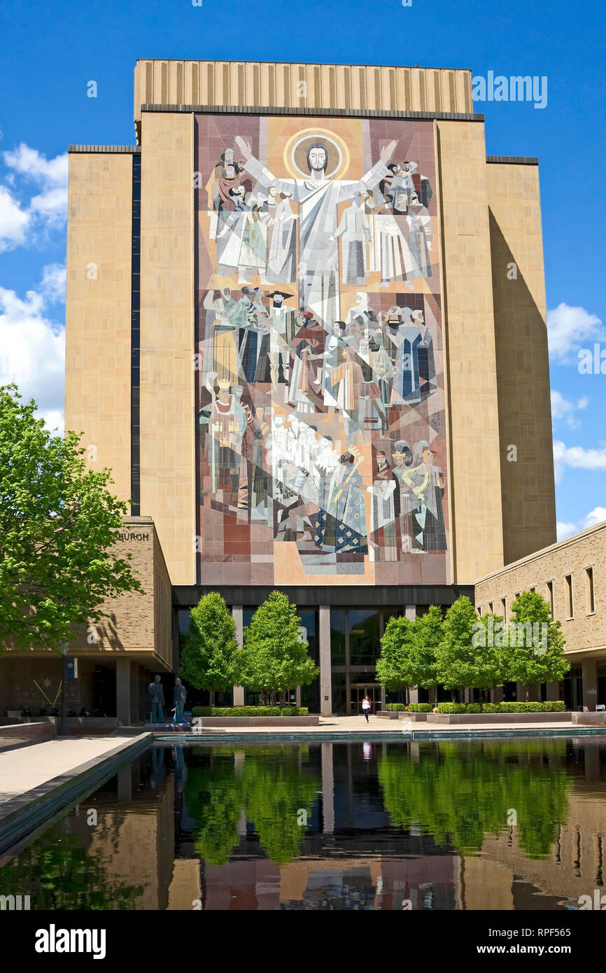 Word of Life Mural; aka Touchdown Jesus; reflecting pool; Hesburgh Library; University of Notre Dame; Catholic college; art, modern building, Notre Da - Stock Image
