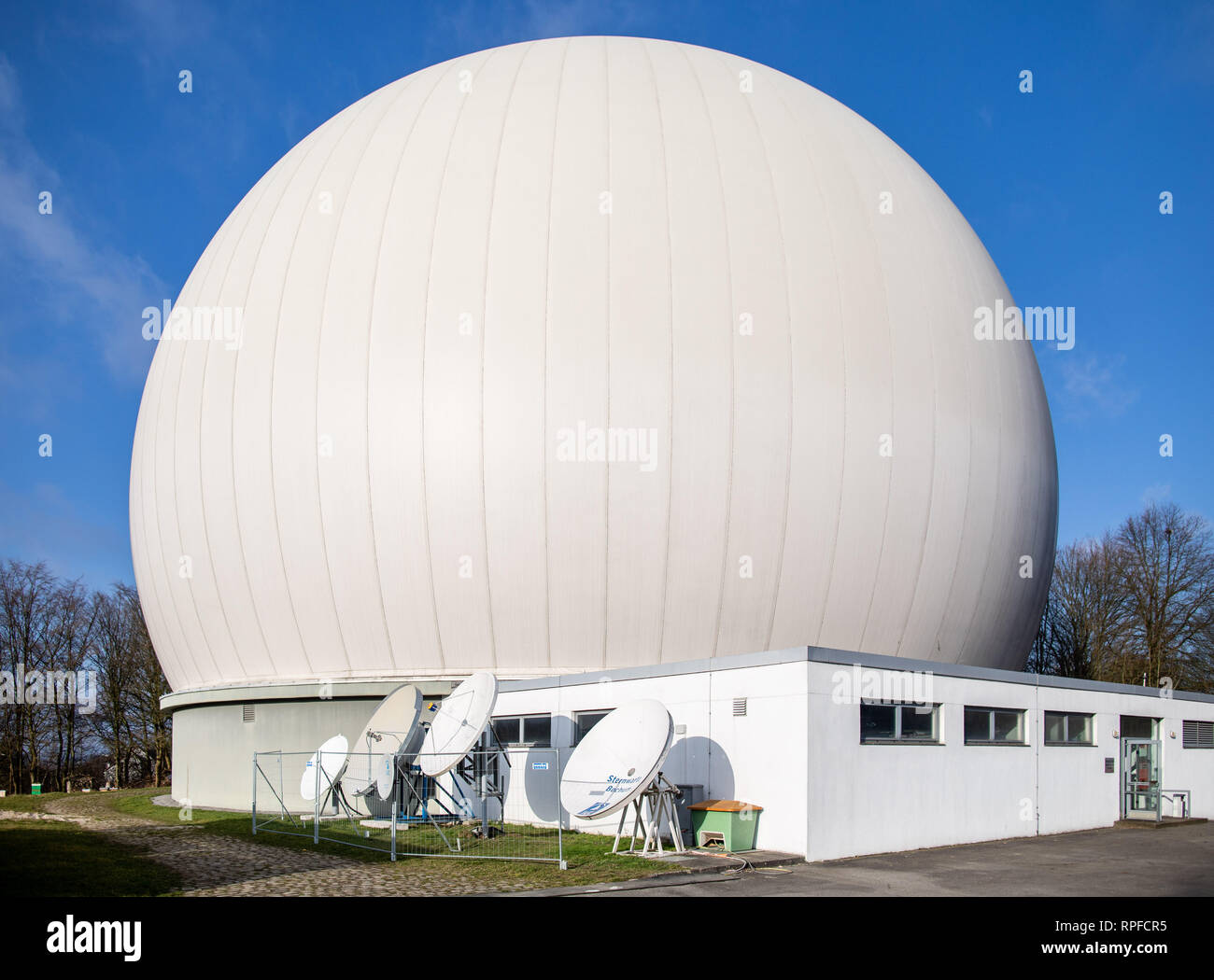 Bochum, Germany. 19th Feb, 2019. The Bochum observatory with the radar dome. With the commissioning of a travelling satellite, the observatory in Bochum celebrates a milestone in amateur radio. Qatar OSCAR-100, or QO-100 for short, is said to be the world's first satellite to use the non-commercial amateur radio service that rotates with the Earth instead of orbiting it. (to dpa: 'Sparks like an astronaut: first travelling satellite for amateurs' ) Credit: Marcel Kusch/dpa/Alamy Live News - Stock Image