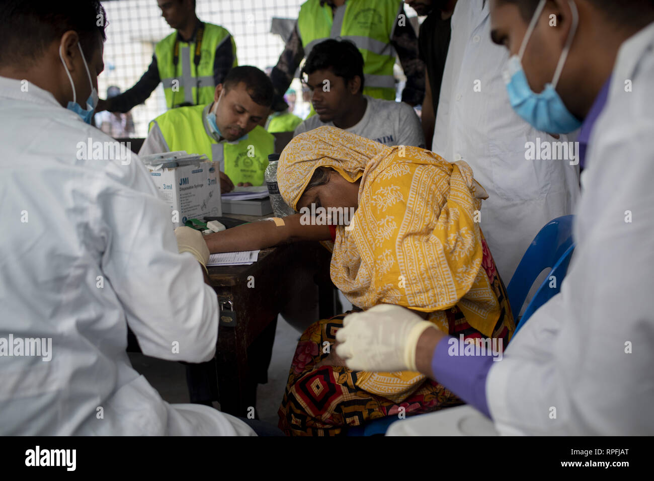 """Dhaka, Bangladesh. 22nd Feb, 2019. February 22, 2019 Dhaka, Bangladesh ''"""" Relatives give blood as a DNA test to identify there lost family member in Dhaka medical hospital. At least 70 people have been killed and 40 injured after this massive blaze in Chawkbazar, Dhaka. Credit: KM Asad/ZUMA Wire/Alamy Live News - Stock Image"""