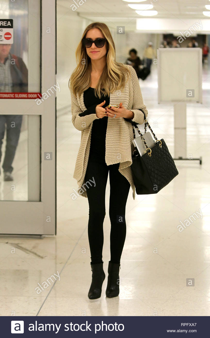 3b2cde0a823705 Los Angeles, CA - Kristin Cavallari shows off her tiny baby bump as she  makes it safely back to Los Angeles.