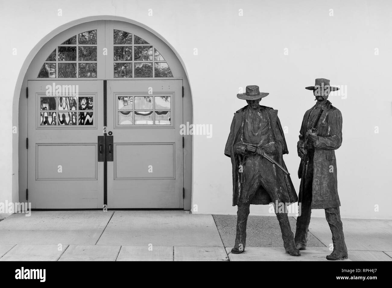 Bronze statues of Doc Holiday and Wyatt Earp commemorating the shooting of Frank Stilwell, near the former Tuscon railroad depot, now a Museum - Stock Image