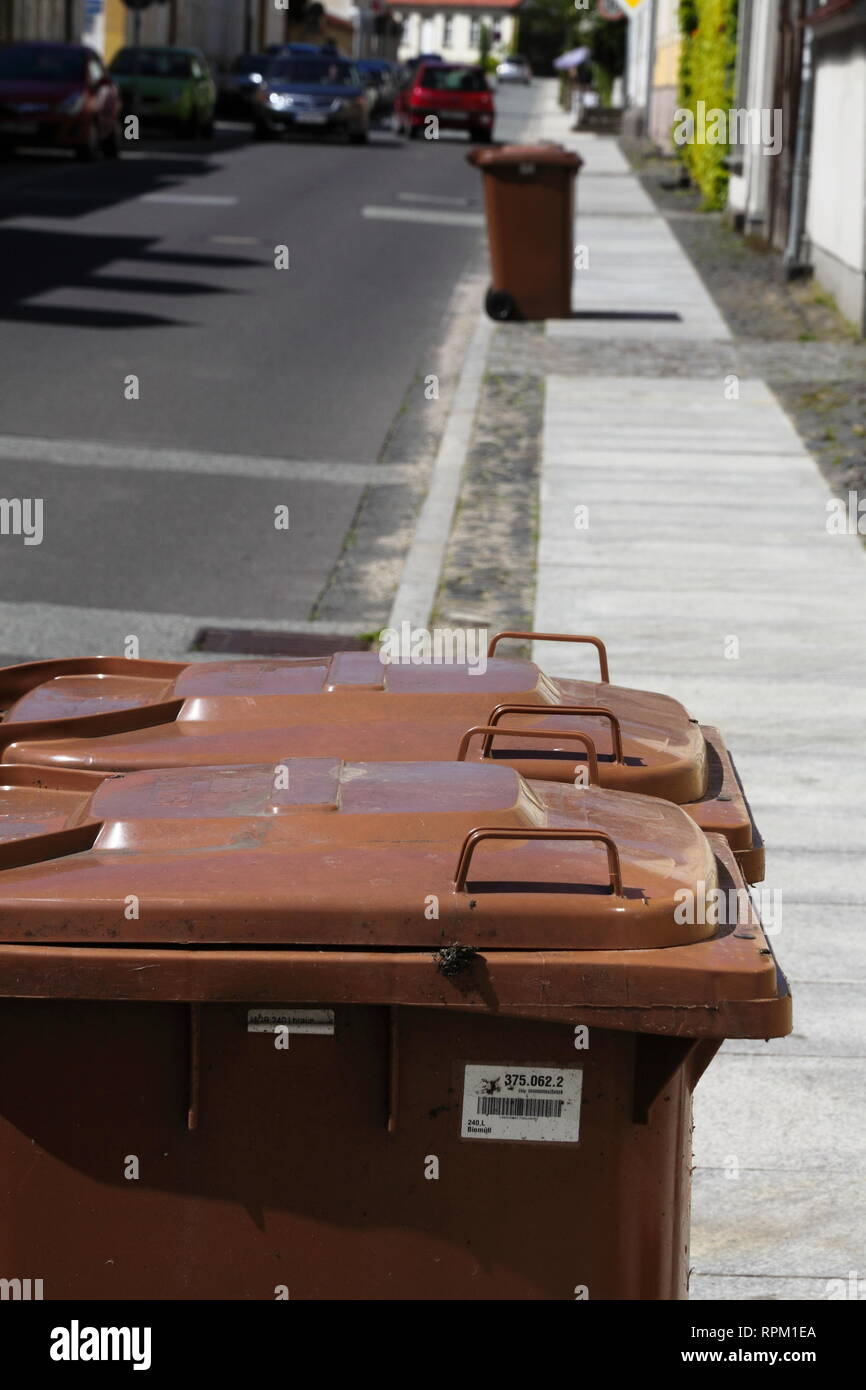 Organic Trash Can Stock Photos Amp Organic Trash Can Stock Images Alamy