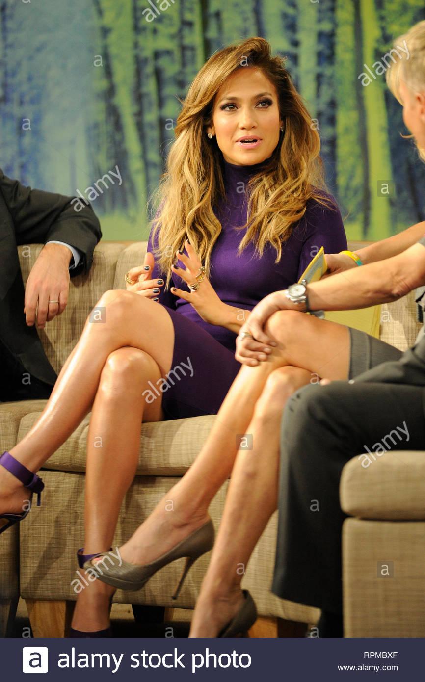 50984bb6e916 ... NY - Jennifer Lopez arrives at