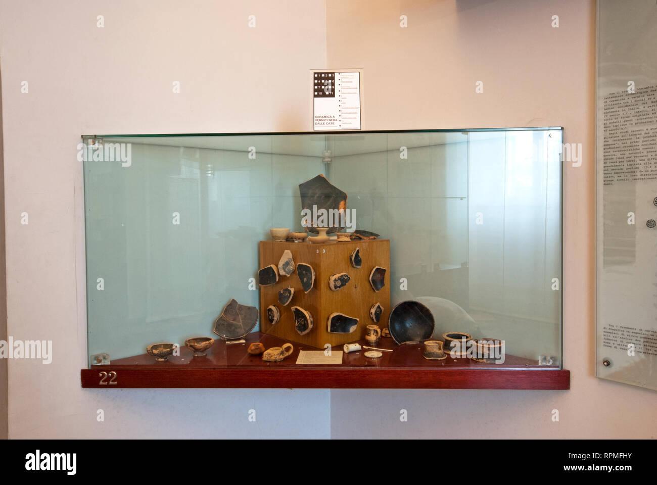 """Remains of ceramic vases and cups, Archaeological Museum Fregellae """"AMEDEO MAIURI"""", Ceprano, Lazio, Italy Stock Photo"""