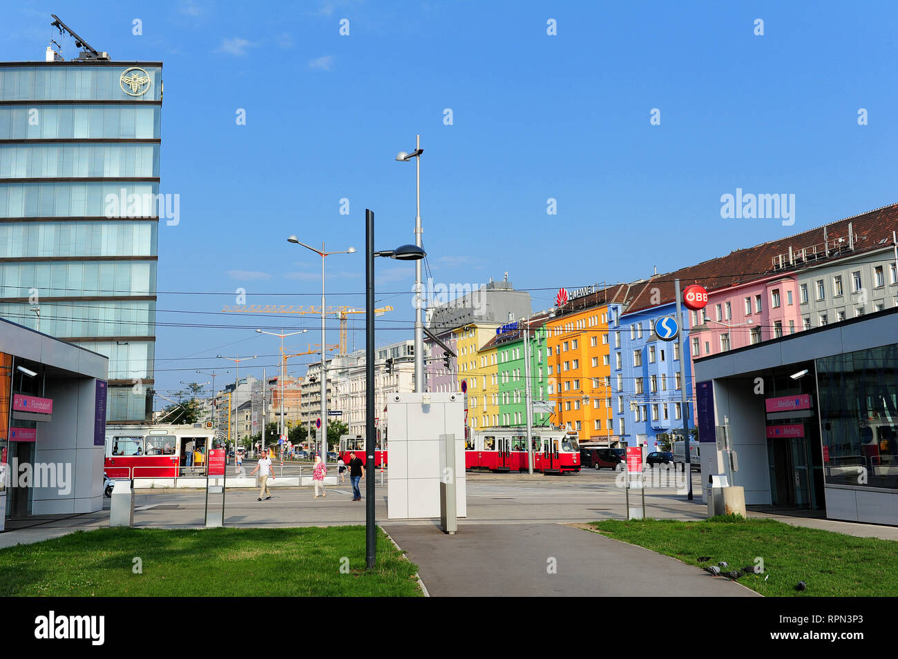 The renovation of the Hauptbahnhof quarter in Vienna -where old buildings stand next to the recently finished ones of Erste Campus, by Henke Schreieck - Stock Image