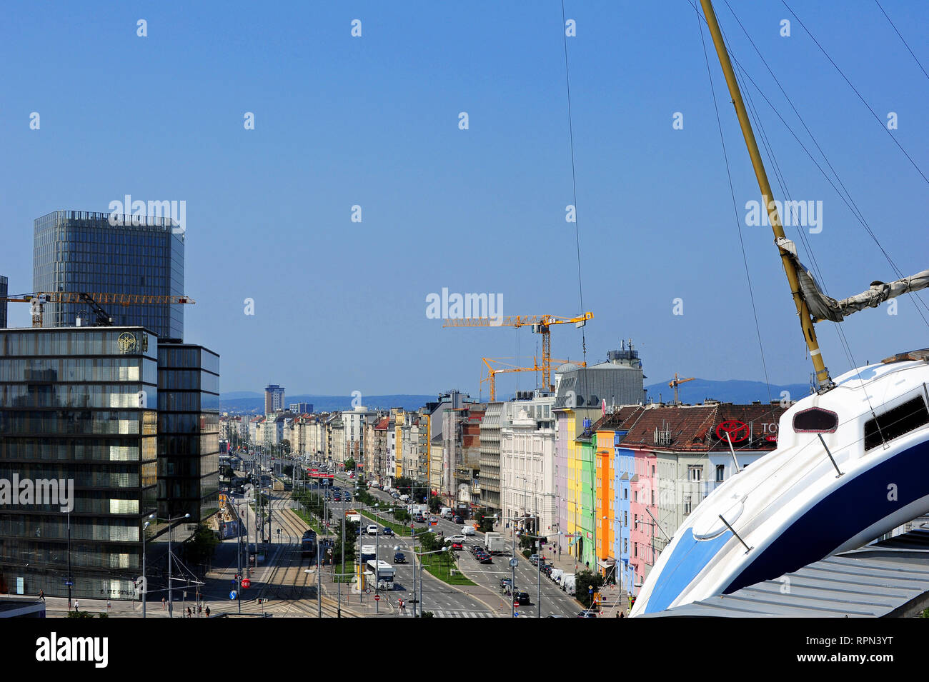 """Misconceivable"", an installation representing a life-size sailing boat leaning over the roof edge of Hotel Daniel, Vienna. - Stock Image"