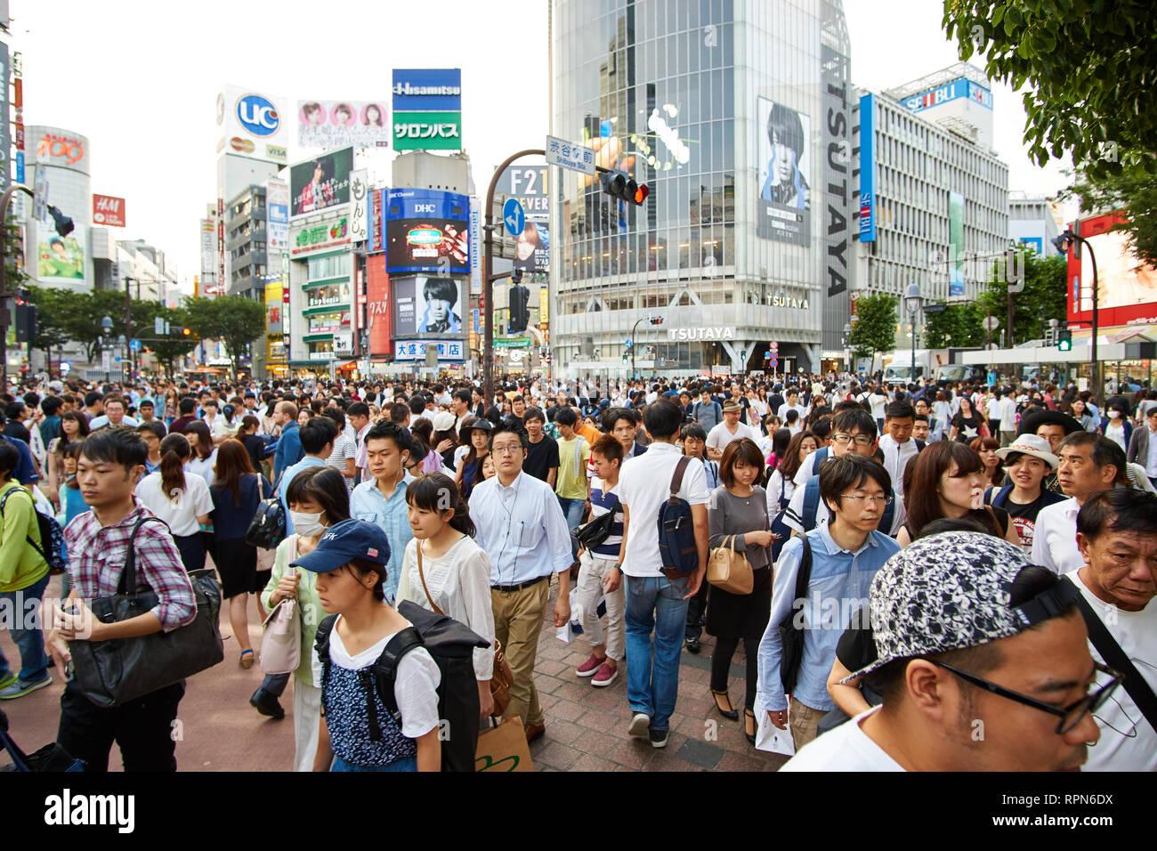 Crowds at Shibuya Crossing in Tokyo, Japan - Stock Image