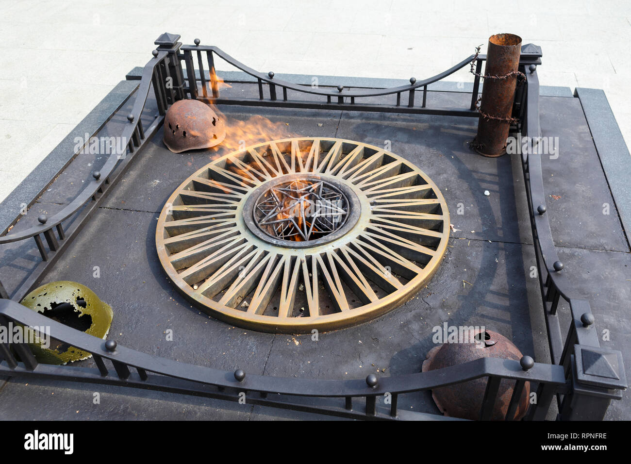 Memorial monument Eternal Flame in Yaroslavl on boulevard of the Peace - Stock Image