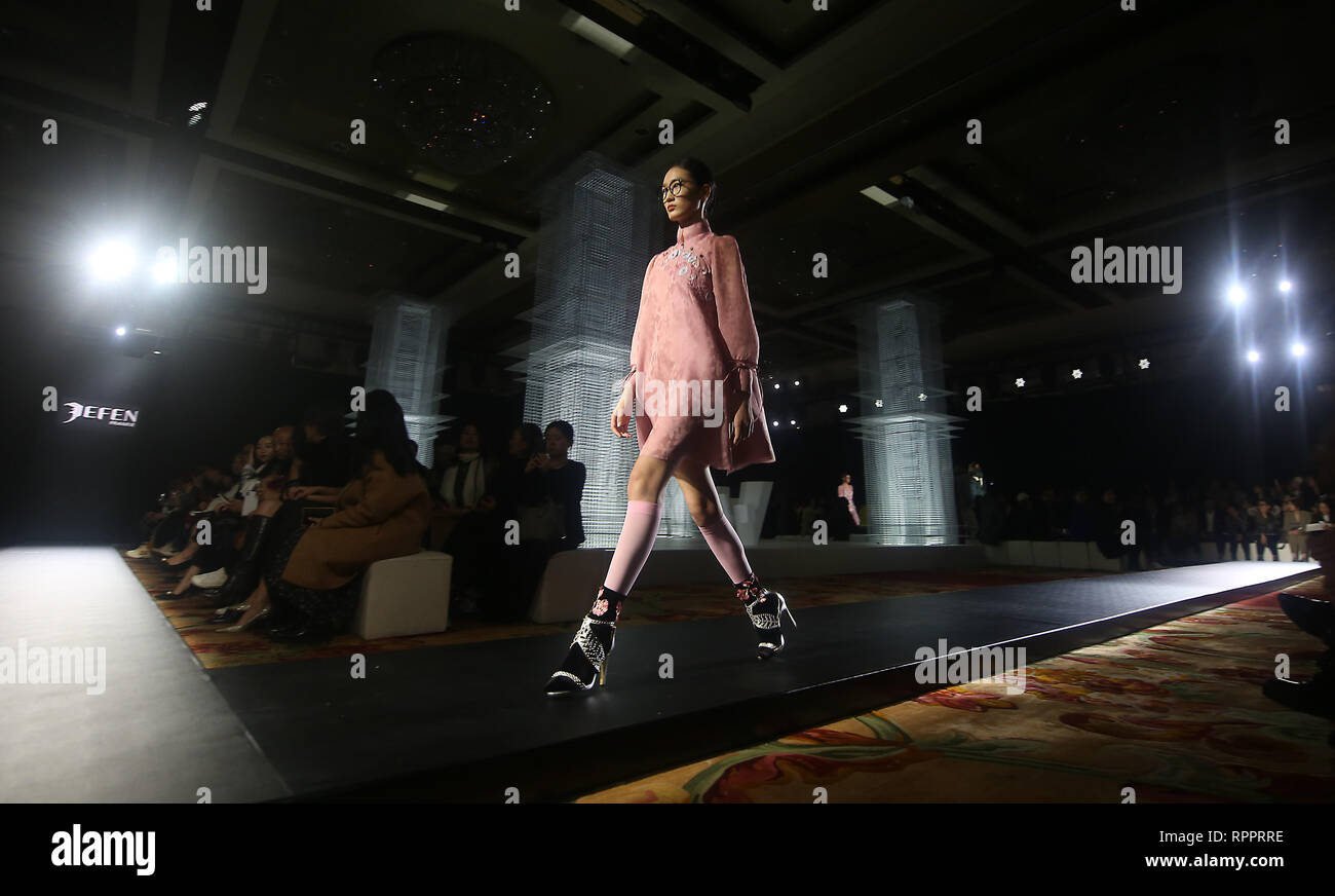 Beijing, China. 26th Oct, 2018. Models wear the latest designs by Jefen during the annual Fashion Week in Beijing on October 26, 2018. Chinese fashion designers are now part of a well-respected international group of designers showcasing their clothing around the world. Credit: Todd Lee/ZUMA Wire/ZUMAPRESS.com/Alamy Live News - Stock Image