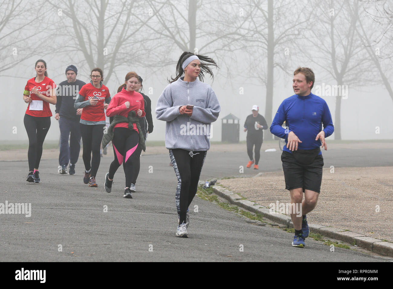 Finsbury Park, North London, UK. 23rd Feb 2019. Hundreds of runners take park in 5K Park Run in Finsbury Park, north London in thick fog.   Credit: Dinendra Haria/Alamy Live News Stock Photo
