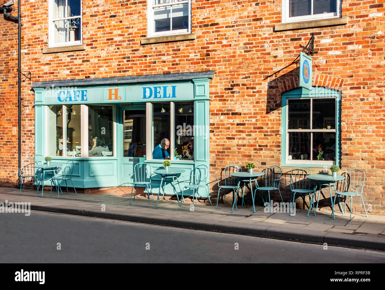 English Village H's Cafe Deli in Market Place, Tickhill in the Metropolitan Borough of Doncaster in South Yorkshire, England, Stock Photo