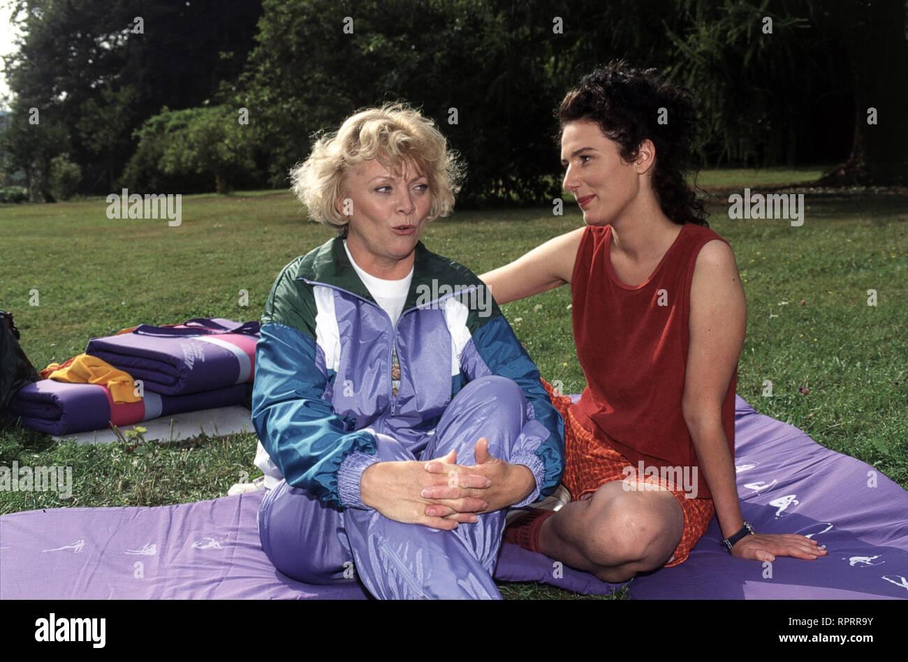 KURKLINIK ROSENAU / Blindflug Deutschland 1996 / Hermann Zschoche Szene mit KARIN UGOWSKI (Frau Rasp) und MARIA VON BLUMENCRON (Renan Sahim) EM / Überschrift: KURKLINIK ROSENAU / Deutschland 1996 Stock Photo